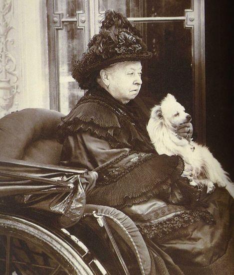 La reine Victoria et son chien, un spitz allemand